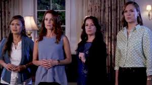 marlene king finally explains how pretty little liars moms get out