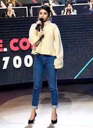 selena gomez sweater how to style a chunky sweater like selena gomez