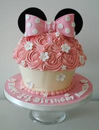 miss cupcakes blog archive minnie mouse giant cupcake cake