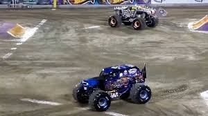 orlando monster truck show monster jam orlando 2015 11 racing max d vs son uva digger youtube