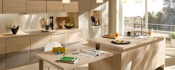 but cuisine modèle atalante couleurs érable clair et taupe
