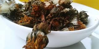 cuisiner le pissenlit fleurs de pissenlit séchées au four recette sur cuisine actuelle