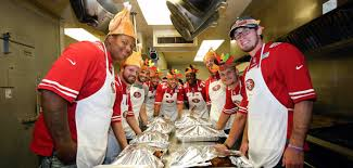 49ers continue to give back by serving early thanksgiving meal