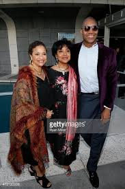 crazy sexy cancer stock fotos und bilder getty images debbie allen director phylicia rashad and playwright paul oakley