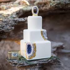 13 geode cakes that will take your wedding to the next level