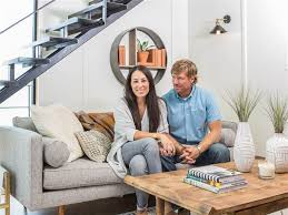 Joanna Gaines Wedding Ring by Chip And Joanna Gaines Fix Up A Rundown Houseboat Today Com