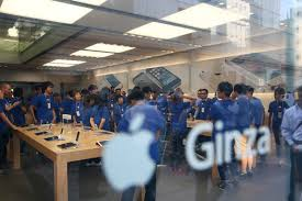 apple japan apple iphone 5s c launches in japan zimbio