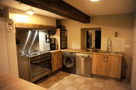 cuisine originale en bois cuisine client une cuisine originale en bois installée dans un gîte