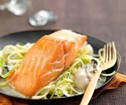 comment cuisiner le pavé de saumon recette pavé de saumon sauce aux huîtres et préparation