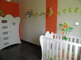 stickers chambre parentale chambre orange et blanche