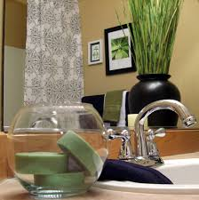 ideas for bathroom decorating theme with simply black and white