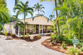 Beach Cottage Darling U002750s Beach Cottage Is The Ultimate Winter Escape Curbed