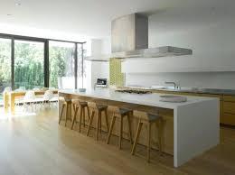 cuisine contemporaine blanche et bois ilot cuisine blanc 99 idaces de cuisine moderne oa le bois est a