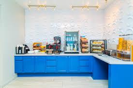 breakfast bar hotel with free breakfast in st roberts studio z hotel u0026 lounge
