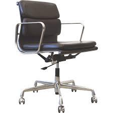 fauteuil bureau eames fauteuil de bureau ea217 de charles eames en cuir marron édition