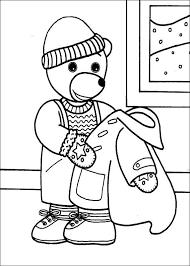coloriage petit ours brun retire son manteau  Coloriage  Pinterest
