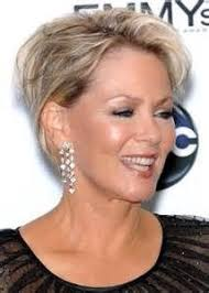 flattering hair styles for 60 yrs olds good looking 60 year old women short hairstyles for women over
