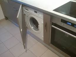 lave linge dans la cuisine bar sur mesure meuble hotte armoire épicerie prise d angle