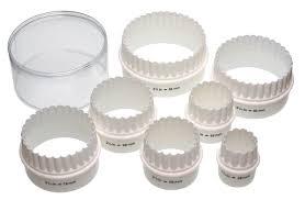 emporte pieces cuisine boite de 7 emporte pièces ronds en plastique