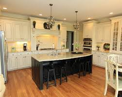 backsplash for cream kitchen cabinets