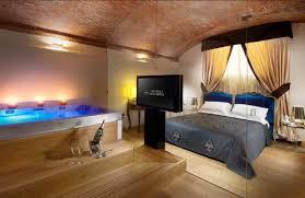 hotel con vasca idromassaggio in varcaturo ladario sospensione da letto