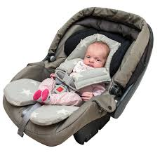 siege auto nouveau né bébé nouveau né dans un siège de voiture photo stock image du