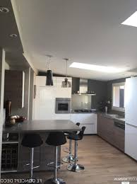 cuisine carré armoire de lîle blanche armoire cuisine classique plafonnier