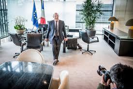 bureau des finances michel sapin dans nouveau bureau de bercy politics com