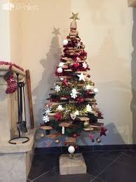 pallet christmas tree 65 pallet christmas trees decorations ideas page 3 of 6