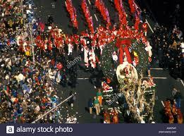 santa claus float macy thanksgiving day parade broadway manhattan