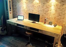 Building Wood Computer Desk by Must Have Pallet Computer Desk Pallets Desks And Dresser