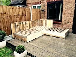 canapé en bois de palette canape exterieur en palette fabriquez votre salon de jardin grace a