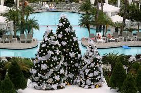 christmas tree themes 10 tips for decorating a christmas tree