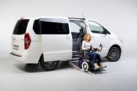 rollstuhl design hyundai h1 umbau zum rollstuhlfahrzeug paravan