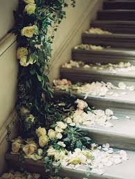 How To Decorate Banister With Garland Best 25 Wedding Staircase Decoration Ideas On Pinterest Wedding