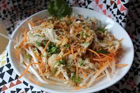 cuisiner le soja frais salade au poulet pousses de soja et carottes râpées frais été