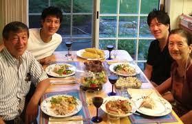 comment am駭ager ma cuisine leehom wang visits family in york to join the voice of china