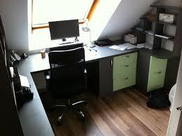 bureau sous pente bureau sous pente gris et vert anis