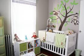 kinderzimmer in grau babyzimmer geschlechtsneutral grau gruen motto affen