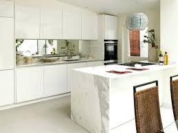 plaque de marbre cuisine marbre blanc cuisine arlot de cuisine en marbre blanc avec une
