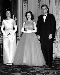 behind queen elizabeth u0027s meeting with jfk and jackie kennedy to