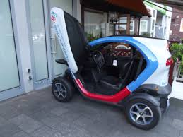 renault twizy blue file renault twizy getting charged jpg wikimedia commons