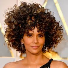 harry berry hairstyle halle berry s hair and makeup at the 2017 oscars popsugar beauty