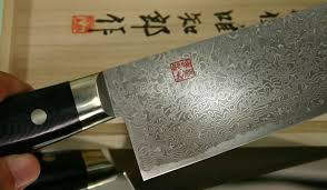professional grade kitchen knives ichiro hattori kd santoku damascus pattern attention to detail