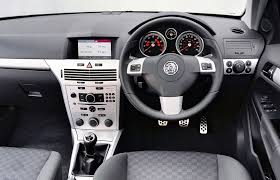 opel cars interior vauxhall astra estate review 2004 2010 parkers