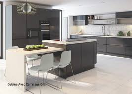 cuisine avec carrelage gris with cuisine gris anthracite 56 idées pour une cuisine chic et of