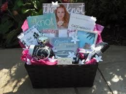 engagement gift baskets více než 25 nejlepších nápadů na pinterestu na téma engagement