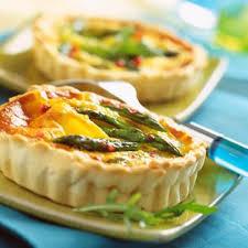 recette quiches aux asperges et parmesan cuisine madame figaro