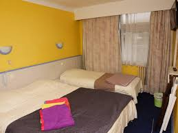 hotel avec dans la chambre pyrenees orientales chambres triples confort de l hotel richelieu à le boulou près de