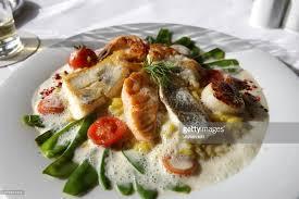 haute cuisine gericht tomaten fisch bohnen schaumsauce haute cuisine fleisch